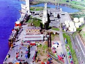 Trabajadores paralizan el puerto de Rosario