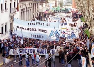 Movilización y lucha de estatales por aumentos de sueldos