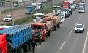 Camioneros en Ing. White, de punta contra las cerealeras