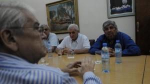CGT-UIA, con la complicidad del gobierno: sentaditos a la misma mesa, intentando abrochar la trampa contra los trabajadores