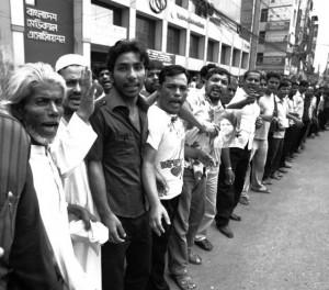 Bangladesh: miles de trabajadores se rebelan por bajos salarios