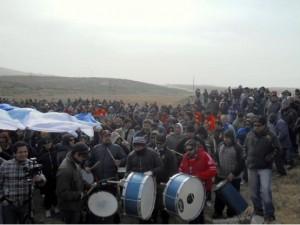 4000 petroleros continúan el plan de lucha: la represión en Cañadón fue respondida con la movilización general de los trabajadores