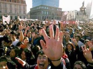 """Conflicto estudiantil y minero: """"Viva Chile, mierda‼!"""""""