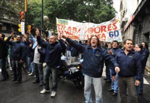Trabajadores de la línea 60, ejemplo de lucha que obligó a mostrar, una vez más, el verdadero rostro de este gobierno
