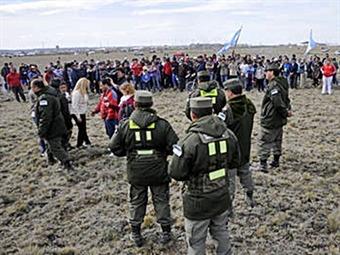 Santa Cruz: el gobierno pone al Ejército a reprimir una toma de tierras