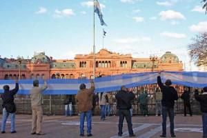 Viernes 14 a las 17 hs, Movilización del Obelisco a Plaza de Mayo en solidaridad con el acampe de las organizaciones sociales e indígenas