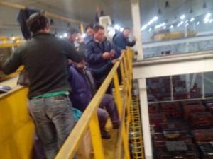 Obreros despedidos de Gestamp toman el puente grúa y se frena la producción