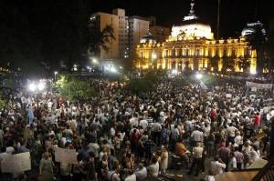 Incrementar las ideas de la revolución y alentar la metodología de las masas