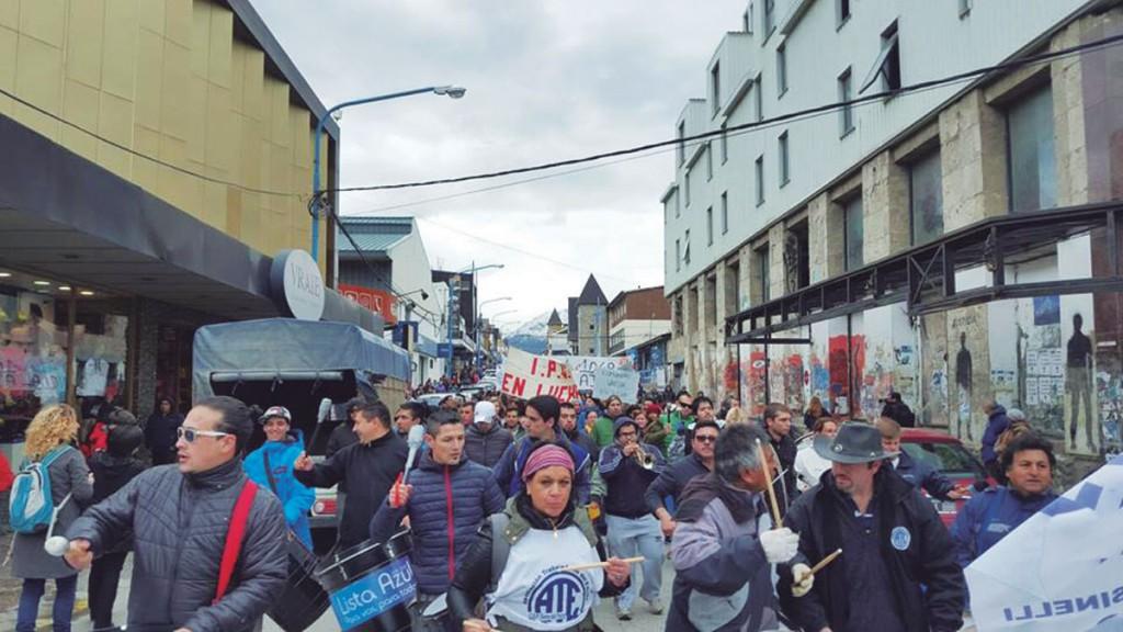 Estatales de Tierra del Fuego: el paro total se instaló en todo el territorio