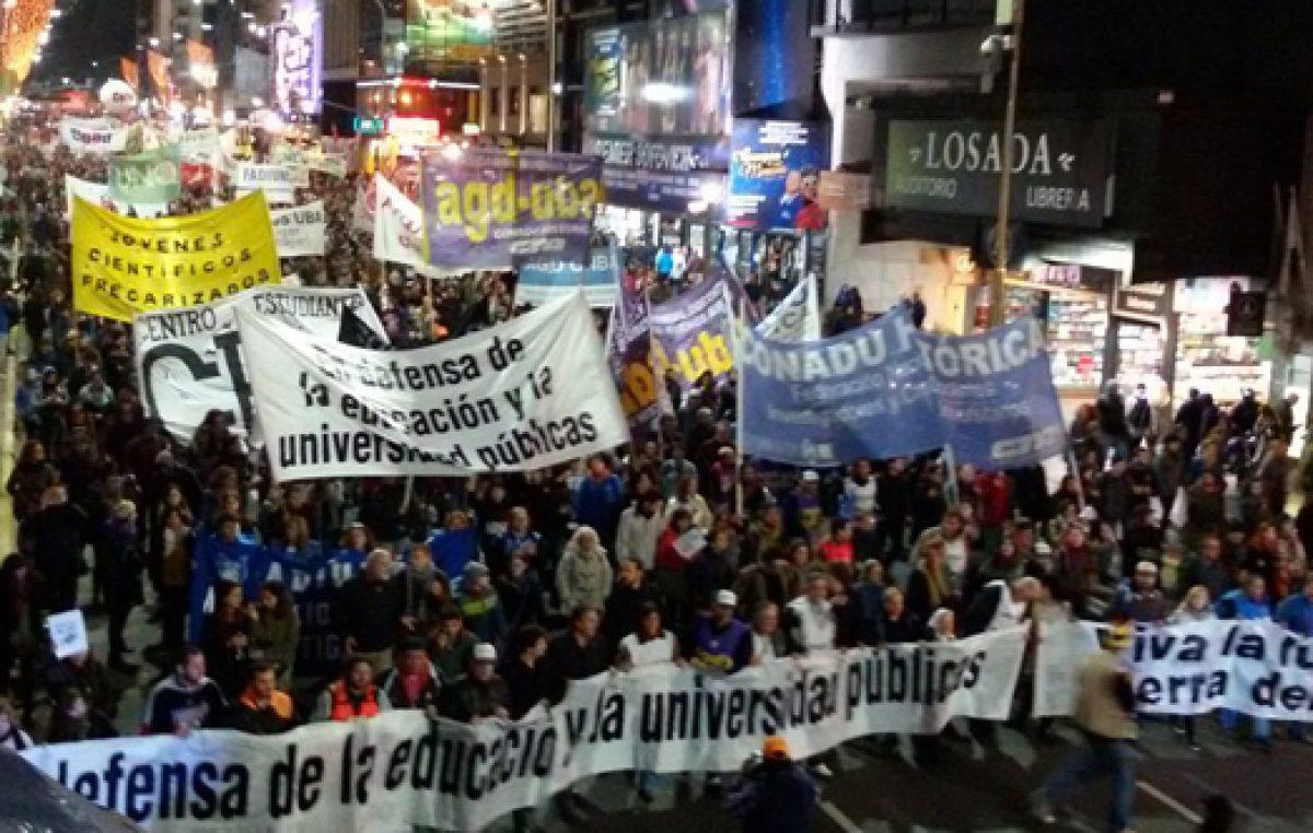 La lucha de la comunidad universitaria crece: 40.000 personas demostraron el repudio a las políticas del gobierno
