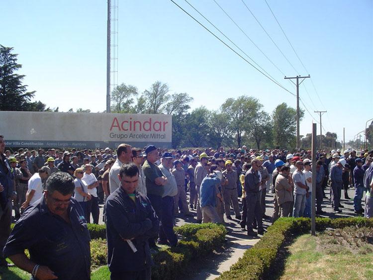 Las maniobras de Acindar no intimidan a los trabajadores