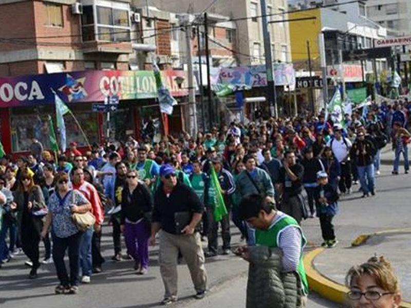 Gran triunfo de los trabajadores de la educación de Neuquén, y van…