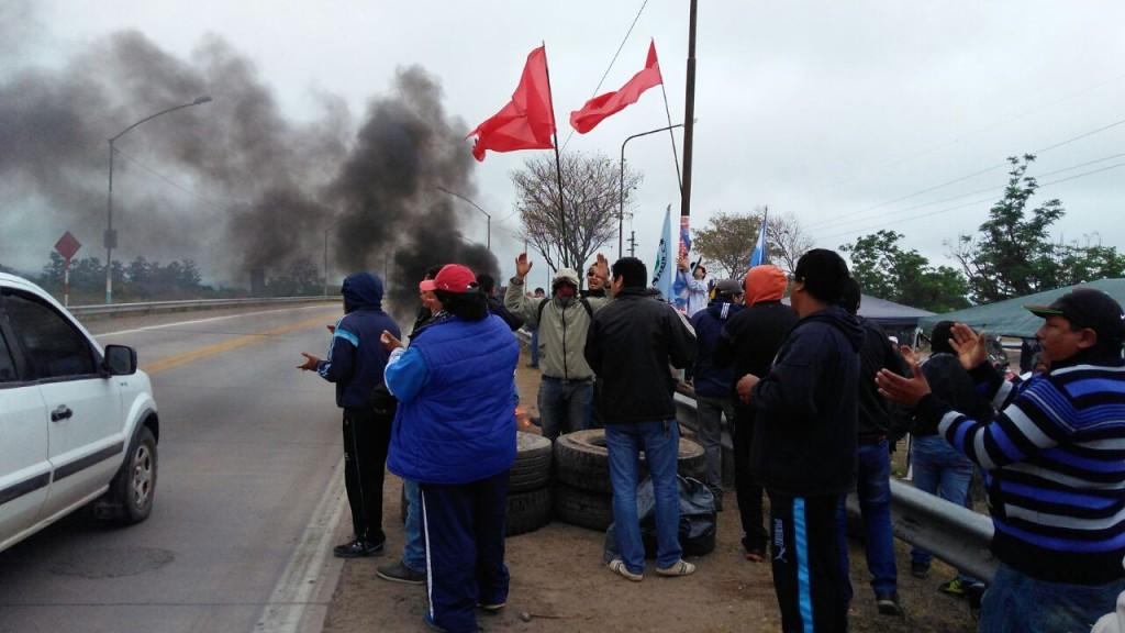 URGENTE: obreros azucareros luchan por su dignidad y se enfrentan  en el Ingenio Ledesma
