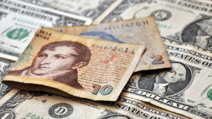 Se profundiza el ataque a los salarios, al ritmo de más devaluación y más ajuste
