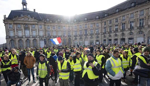 La burguesía lanza a sus esbirros ideológicos a minimizar la gesta de la revuelta en Francia