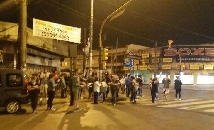 Los viernes, Cacerolazo: una cita con la dignidad
