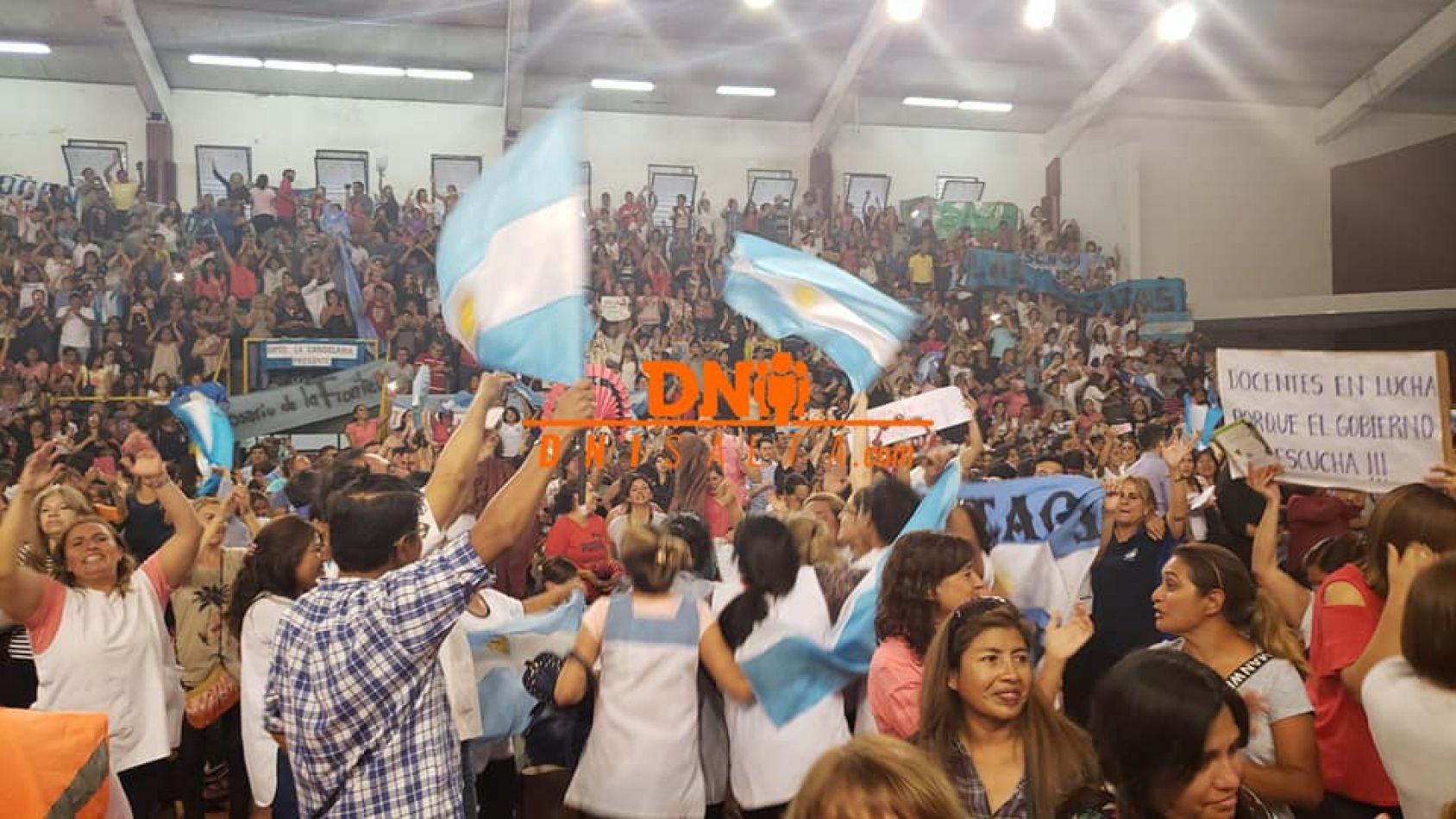 Los docentes salteños siguen dando clase de democracia directa