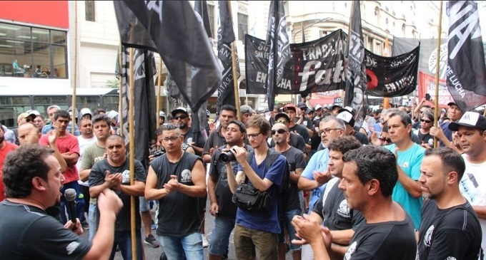 """El acuerdo firmado en FATE: los obreros tenemos """"espalda"""" frente a estas traiciones"""