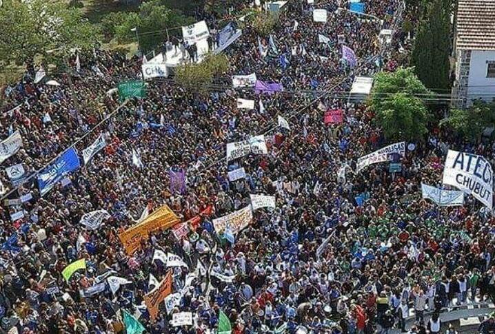 Los docentes y todo el pueblo trabajador de Chubut le marcan la cancha a la gobernabilidad de los monopolios