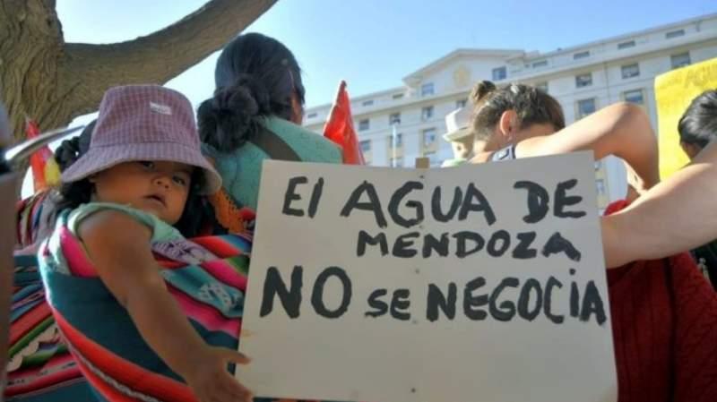 Lo único que los hace retroceder es la lucha. ¡¡Arriba el pueblo de Mendoza!!