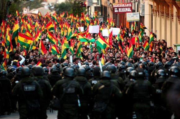 El pueblo boliviano lucha por su dignidad